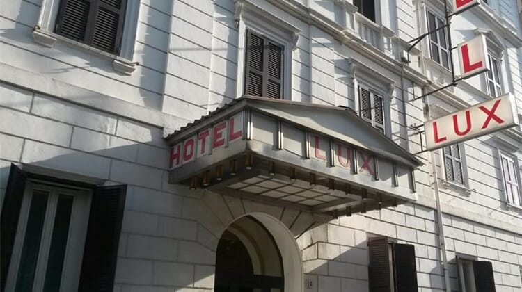 Raeli Hotel Lux
