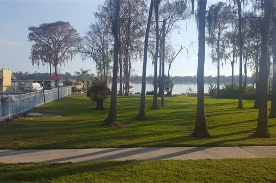 Howard Johnson by Wyndham Lake Front ParkKissimmee